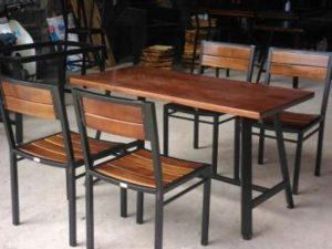 Bàn ghế cafe gỗ thông 12 – BGG12