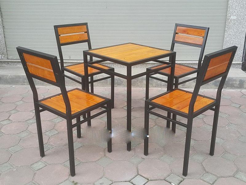 Bàn ghế chân sắt 02